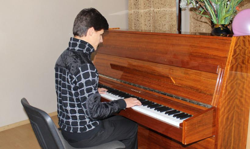 Подарунок для юного композитора Богдана Кирияка