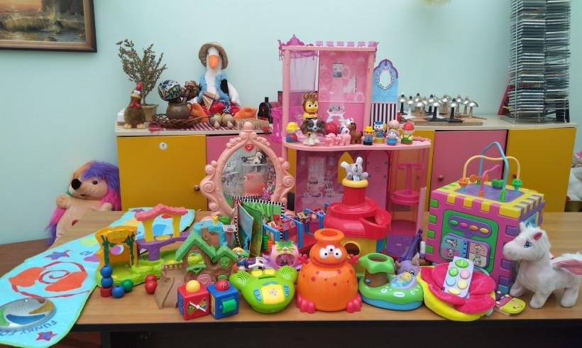 Дарительница Анна вновь радует деток из Дома Ребёнка №1 игрушками!