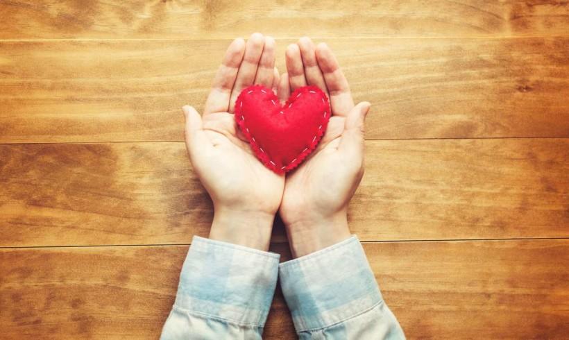 Украина поднялась в мировом рейтинге благотворительности