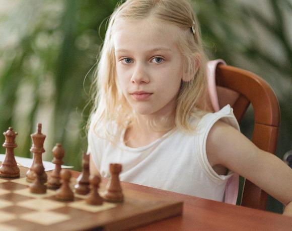 Юная шахматистка — Марина Петренко